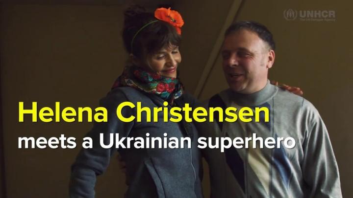 Helena Christensen møder superhelt fraUkraine