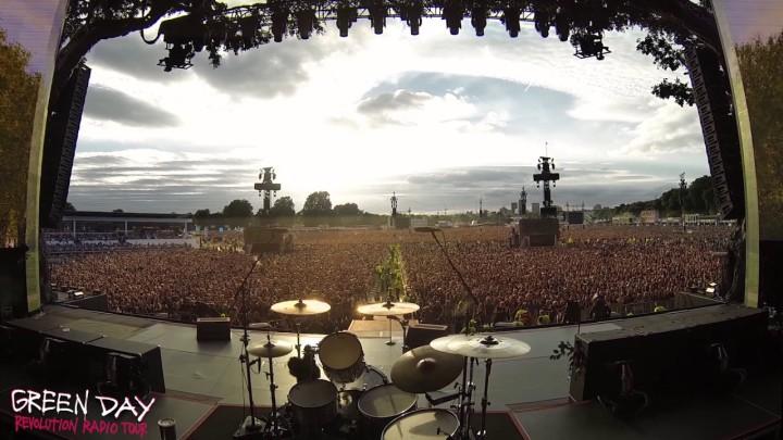 65,000 Green Day fans synger 'Bohemian Rhapsody' i HydePark