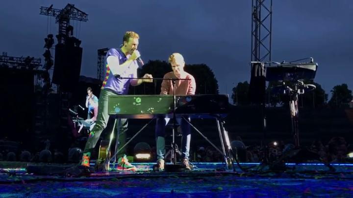 Coldplay inviterer tysk fan på scenen iMünchen