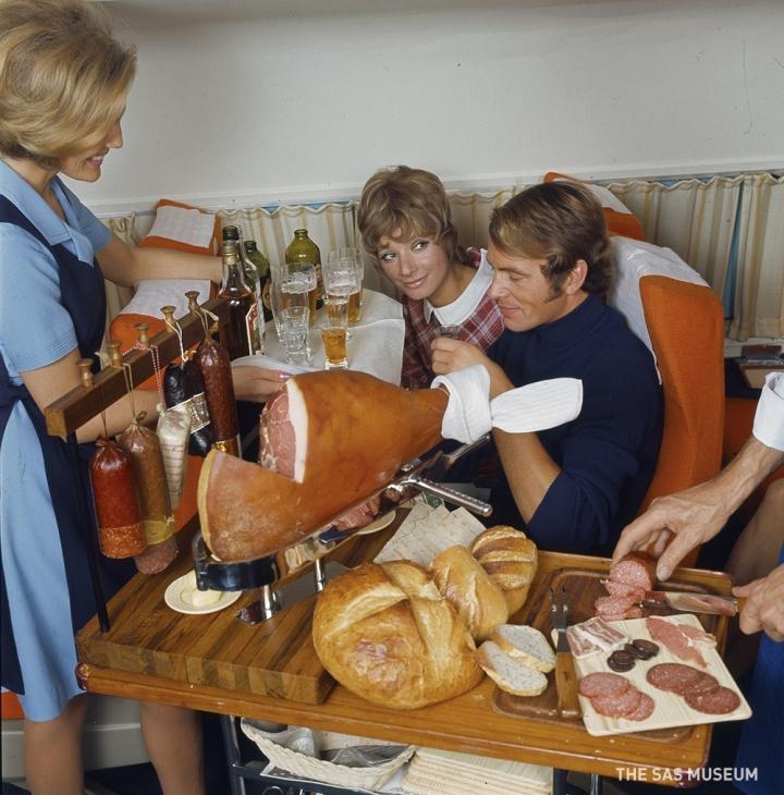Hvordan det var at flyve med SAS i gamle dage? Vi har fundet et gammelt foto-albumfrem!