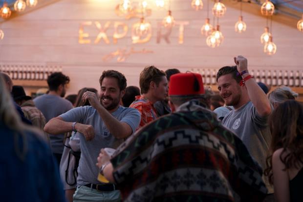 Carlsberg lancerer danske hyggeområder på britiskemusikfestivaler