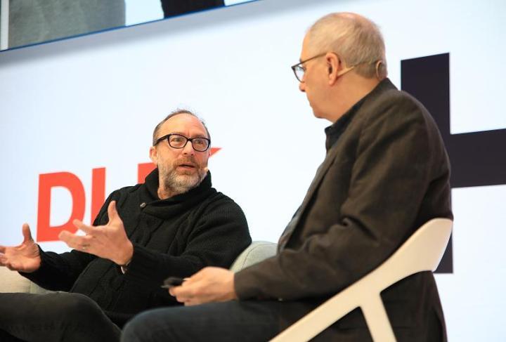 Jimmy Wales fra Wikipedia taler om socialnews