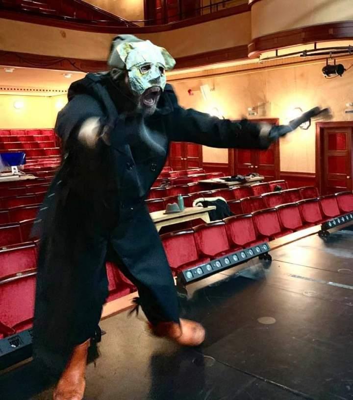 Hvorfor ikke lave teaterprøver i 12måneder?