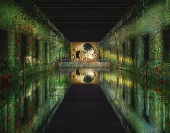 Nazi ubåds-base i Frankrig omdannet til verdens største digitalekunstmuseum